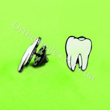 Брошь-запонка в форме зуба фото 1 — OrthoSmiles